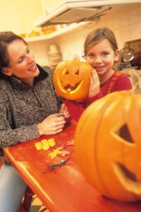 young-girl-with-mom-and-jackolantern