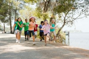 children-running-in-a-group