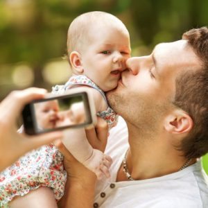 dad-taking-selfie-with-baby
