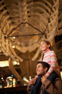 dad-young-girl-dinosaur-history-museum