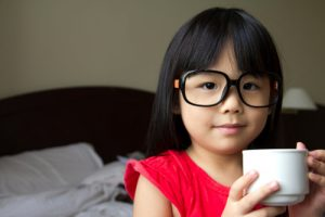 girl-glasses-coffee