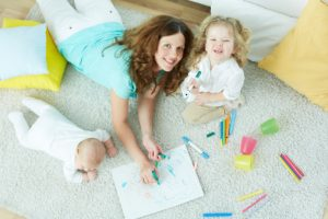 mom-coloring-with-kids