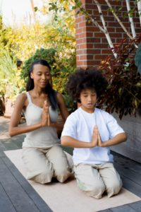 mom-son-meditating