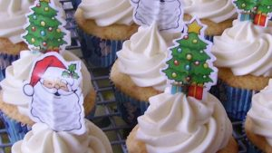 eggnog-cupcakes-with-toppers