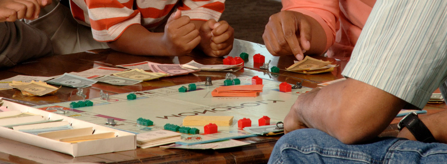 4 Reasons to Have a Family Game Night
