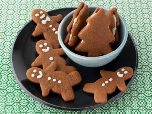 gingerbread-men-on-plate
